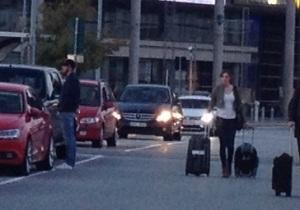 Anländer med tomma väskor att fylla med mer Uhip-kläder, ylleunderställ och ullstrumpor
